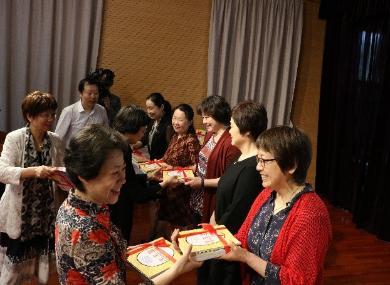 """""""悦读慧心  童心飞扬""""上海市托幼协会捐赠上海集办托幼园所图书仪式"""
